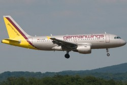 3008643_Germanwings_A319_D-AKNR_CGN_27062010.jpg