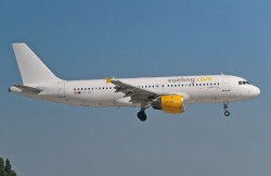 3012431_Vueling_A320_EC-ICT-whitetail_ORY_03072011.jpg