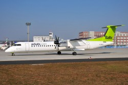 5351_YL-BAY DHC8-400 Air Baltic FRA.jpg