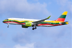 Air_Baltic_A220-300_YL-CSK_28Lithuanian_flag29.jpg