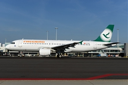 10051_TC-FHY_A320_Freenbird_28Green29_AMS.jpg