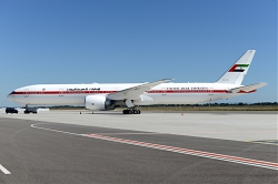 10861_A6-SIL_B777-300_United_Arabl_Emirates_Government_LYS.JPG