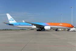 10862_PH-BVA_B777-300_KLM__28Orange_pride_c_s29_AMS.JPG