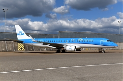 12817_PH-EZD_EMB190_KLM_Cityhopper_28100yrs29_AMS.JPG