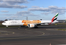 14618_A6-ENM_B777-300_Emirates_28Expo_Orange29_AMS.JPG