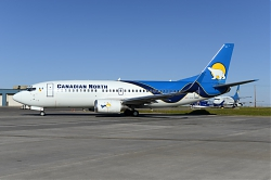9888_C-GCNZ_B737-300W_Canadian_North_YEG.jpg