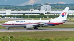 20200130_164614_6110343_MalaysiaAirlines_B737-800W_9M-MLH_old-colours_KUL_Q2.jpg