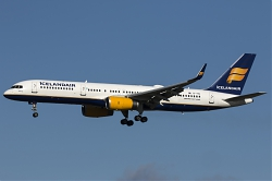 TF-FIN_Icelandair_B752_MG_9024.jpg