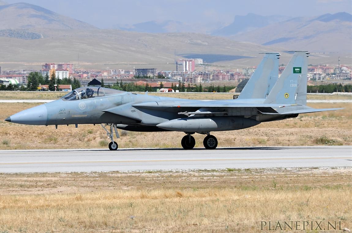 الموسوعه الفوغترافيه لصور القوات الجويه الملكيه السعوديه ( rsaf ) Normal_2_F-15C_Eagle_Saudi_Arabia_Air_Force_1308