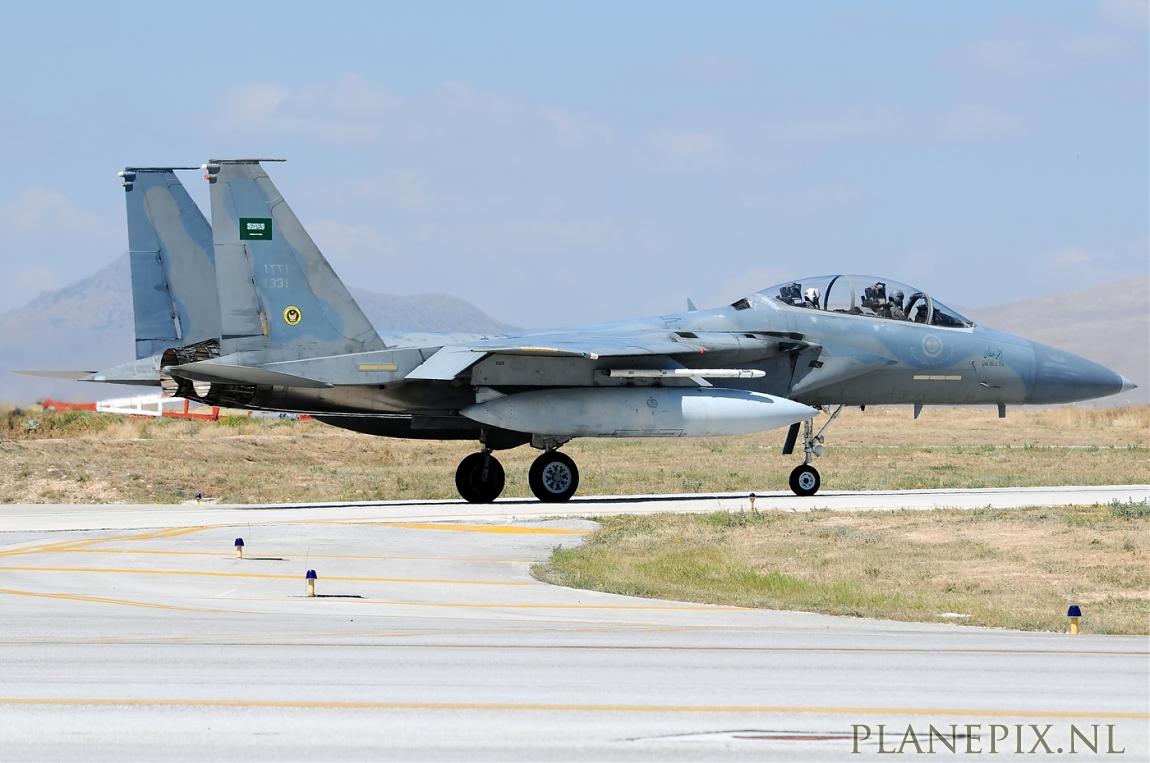 الموسوعه الفوغترافيه لصور القوات الجويه الملكيه السعوديه ( rsaf ) Normal_4_F-15D_Eagle_Saudi_Arabia_Air_Force_1331