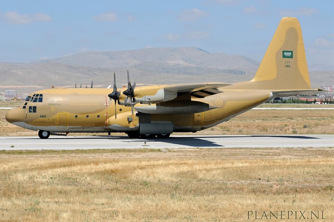 الموسوعه الفوغترافيه لصور القوات الجويه الملكيه السعوديه ( rsaf ) Normal_C-130H_Saudi_Arabia_Air_Force_486